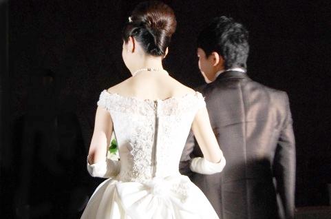 f1f2dfdc7af66 142)結婚式披露宴には家族と親戚のみ、二次会は仕事関係と友人出席